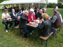 Dyskusje naukowe w parku pałacowym w Będlewie